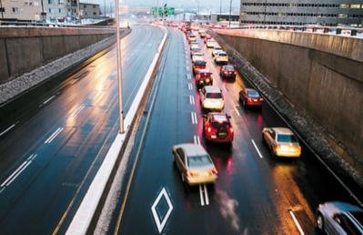 Une première voie réservée sur autoroute pour 2015