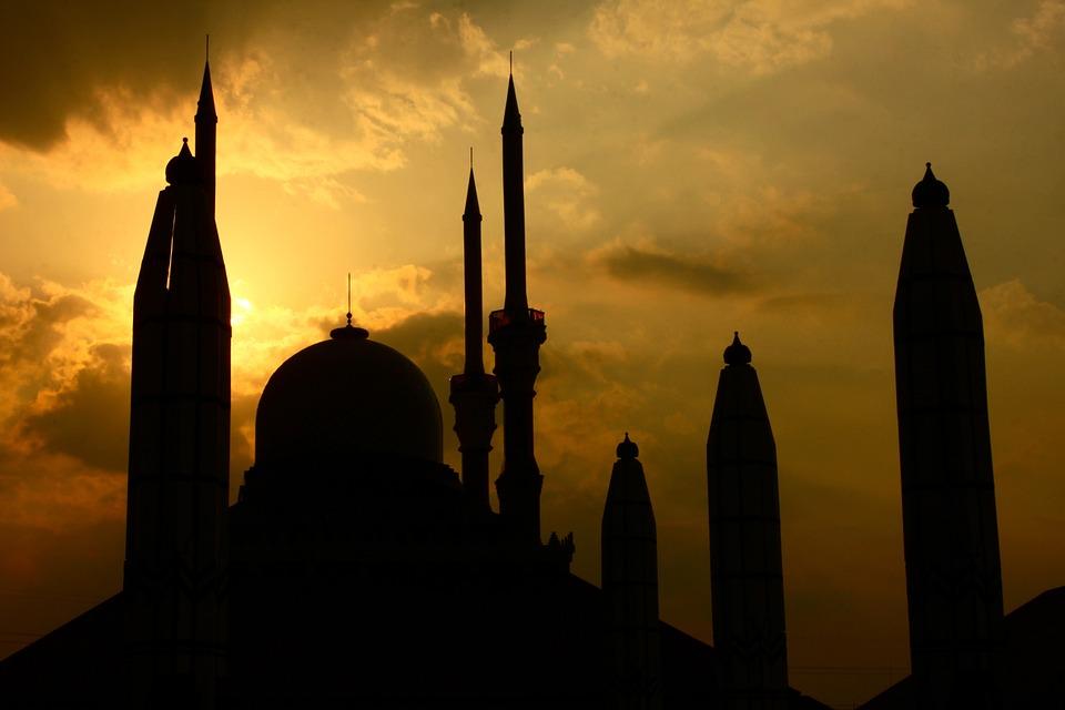 L'imam danoise Sherin Khankan inaugure une mosquée féminine