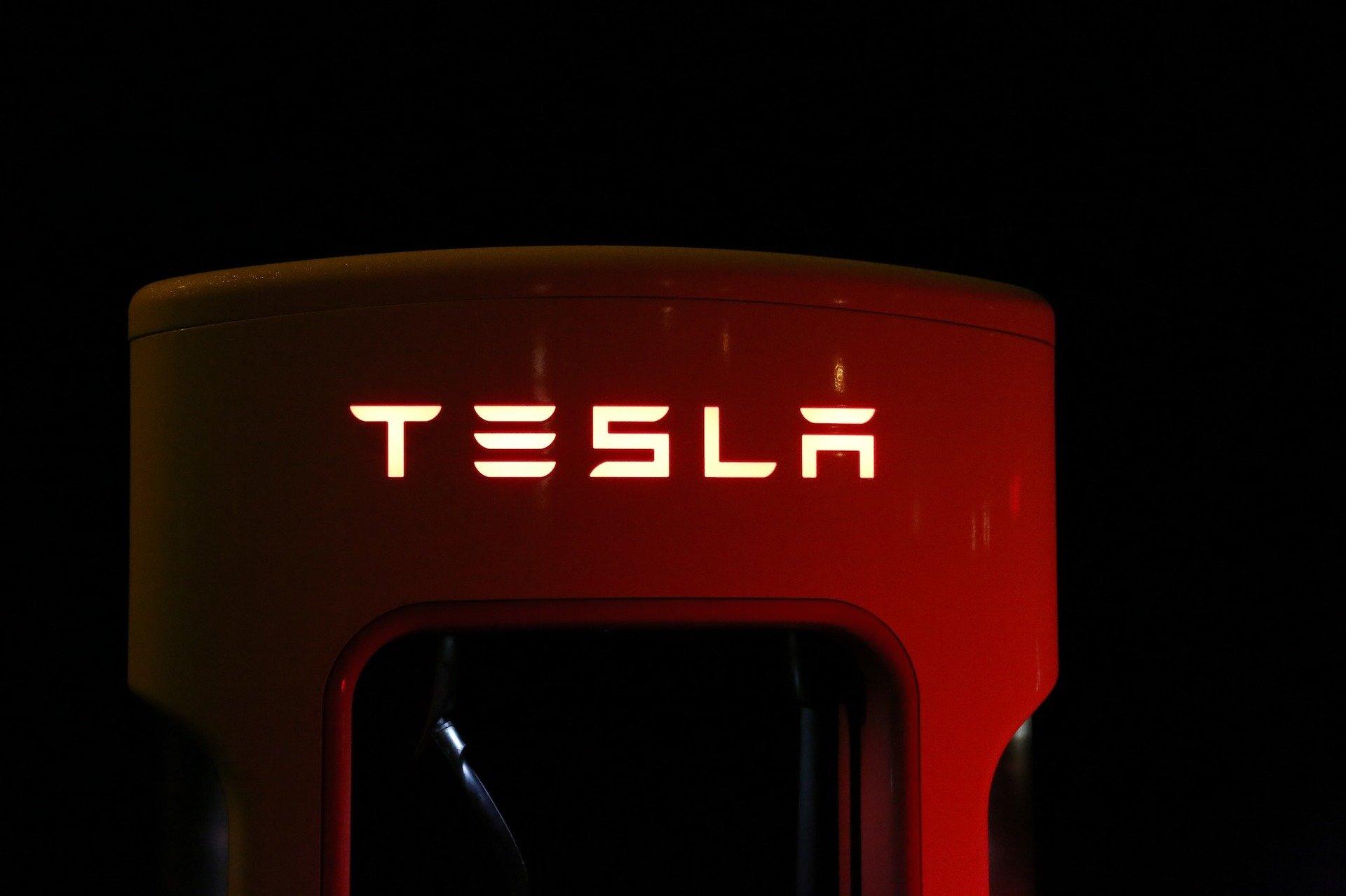 Tesla : l'Autopilot bridé en Europe