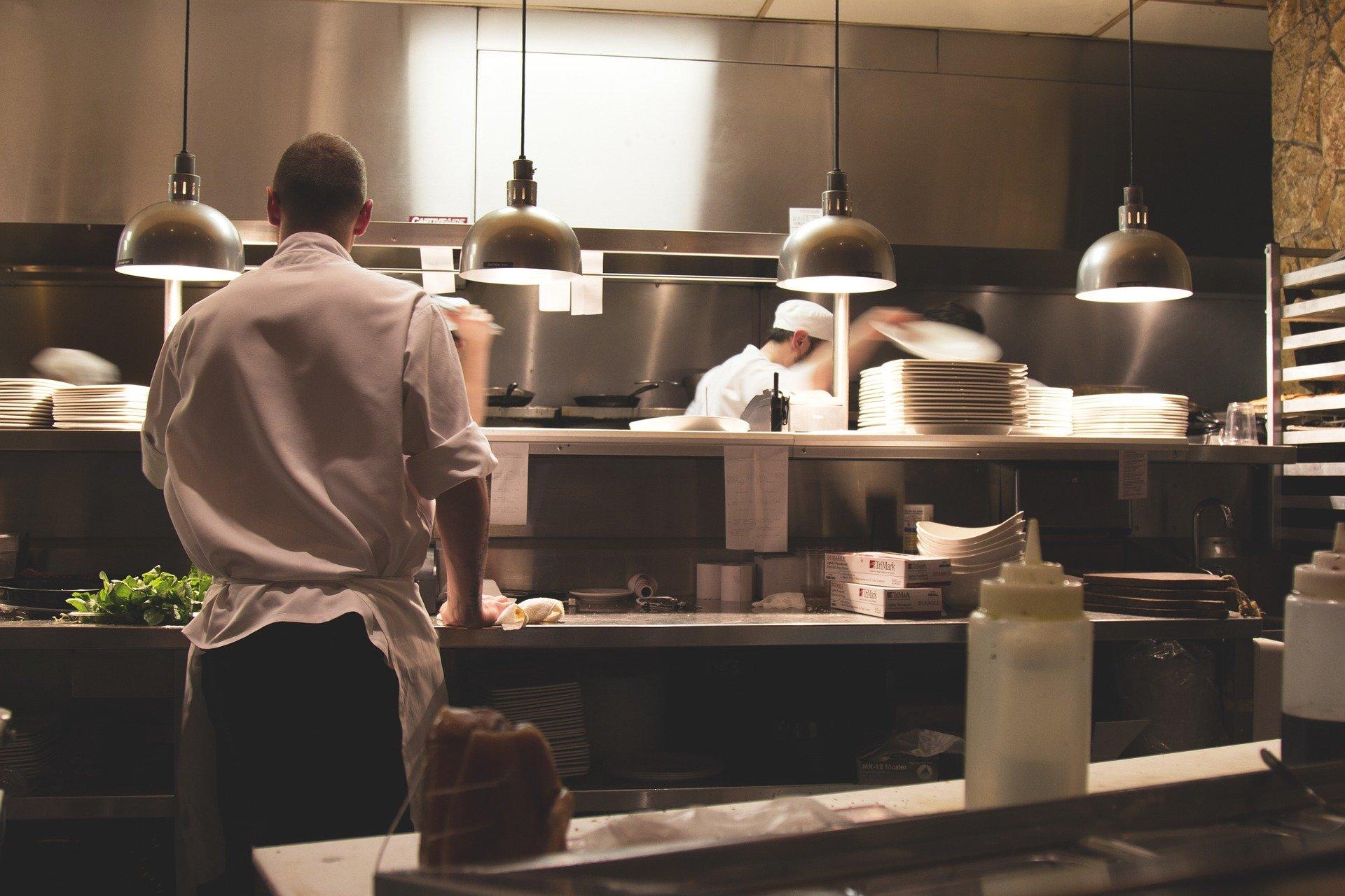 Axa débloque 300 millions d'euros pour dédommager les restaurateurs