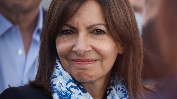 Anne Hidalgo pour une nette baisse des prix des carburants