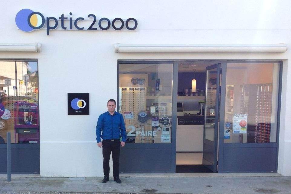 Geoffrey Pionica devant son magasin de Camblanes
