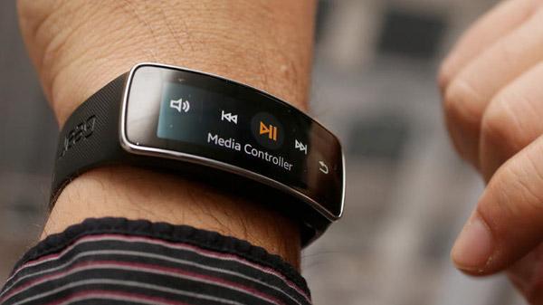 Samsung développe un smartphone à porter au poignet