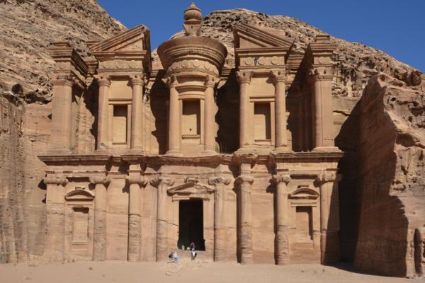 La Khazneh, le plus célèbre des monuments de Pétra.