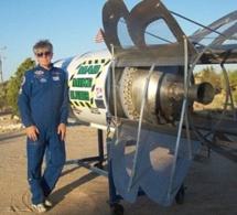 Il construit une fusée pour prouver que la terre est plate